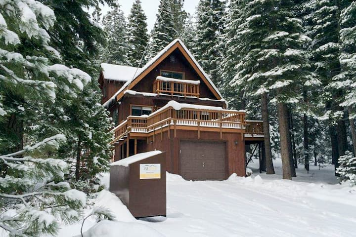 Warm, updated house w/sunny deck - close to beach, trails and Tahoe City