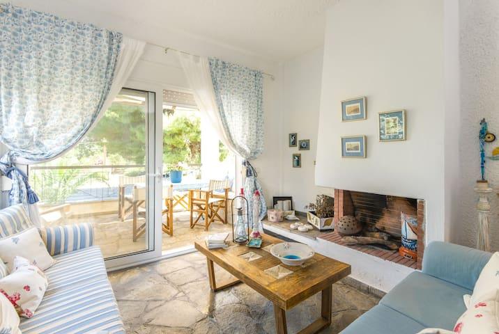 Cozy House in the perfect spot - Pefkochori - บ้าน