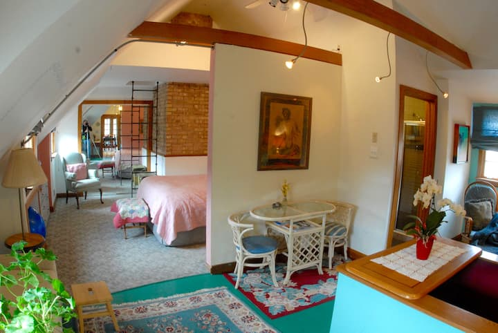 Sweet Spacious Suite: Country in the City