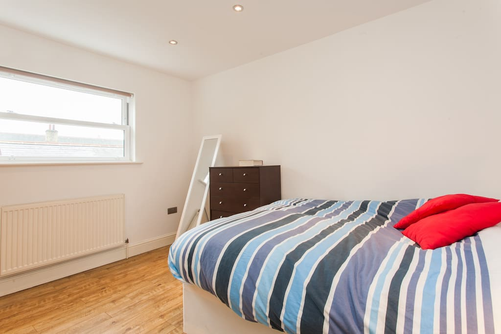 Sunny and very quiet double bedroom