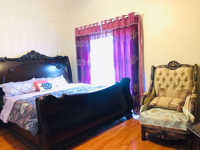 Cozy Masterbedroom!Near Casino &Red rock canyou!