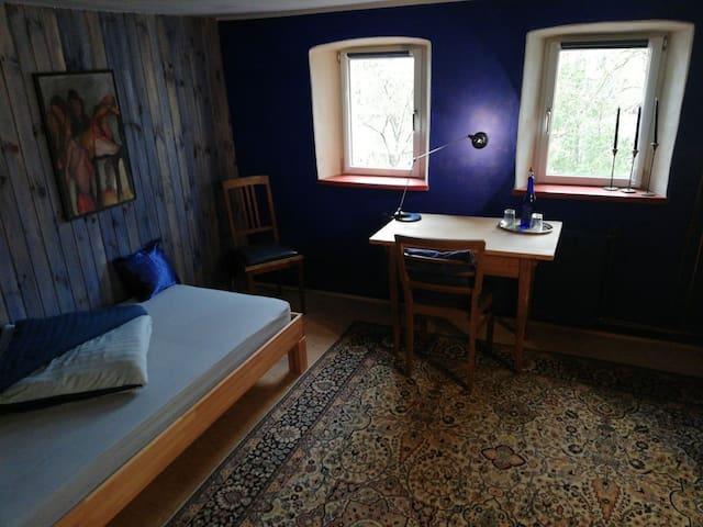 Das BLAUE  im alten Schäferhaus