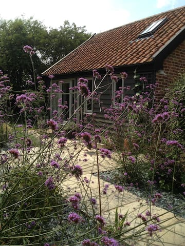 Cosy cart lodge in rural Suffolk - Laxfield - Casa