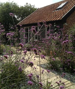 Cosy cart lodge in rural Suffolk - Laxfield