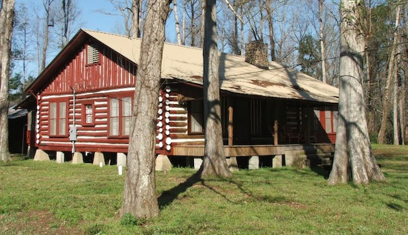 Spacious Ball Mill Cabin in the country - Foxworth