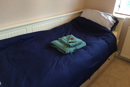 Cosy Room with Green Views - Letchworth Garden City