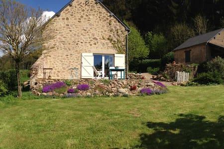 Authentieke boerderij rust & ruimte - Cussy-en-Morvan - Hus