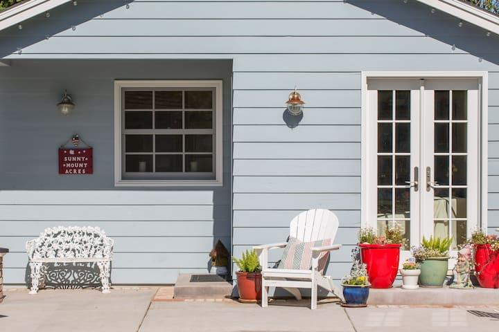 Private & Quiet Garden Cottage