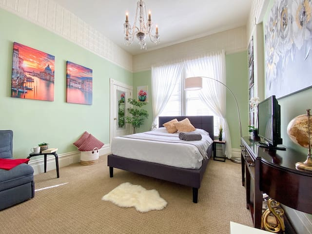 ⭐Clean & Comfy Victorian Suite⭐Best SF Location⭐