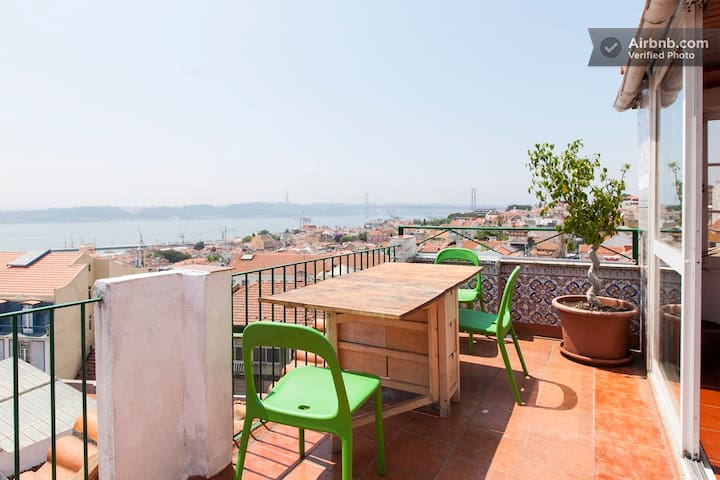 Small & Cosy Penthouse Room with a Panoramic view - Lisboa - อพาร์ทเมนท์