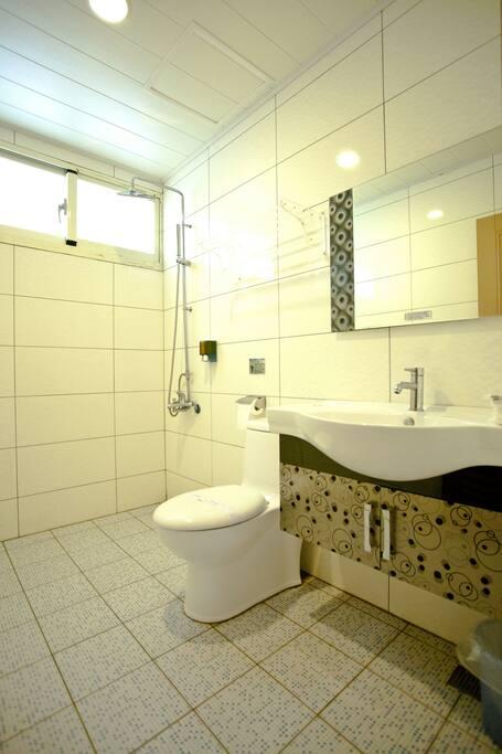 採光好,乾淨舒適的專屬浴室