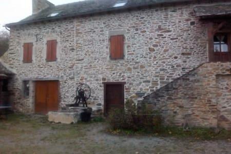Maison en pierre 20 min de Rodez - House