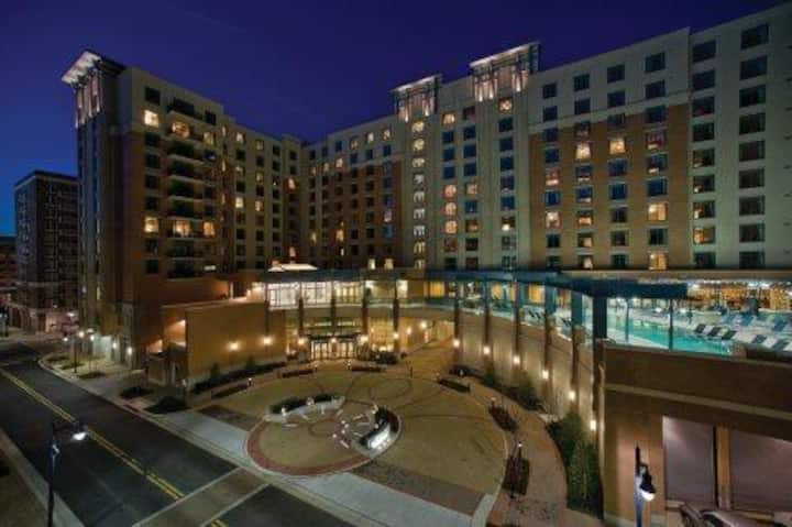 National Harbor Resort, 2 BR Unit Next to GAYLORD