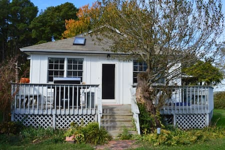 Waterfront cottage 4 BR pier/beach - Piney Point