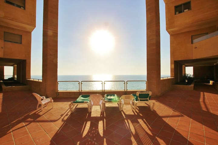 open pool 3 bedrooms luxury apartment by the beach