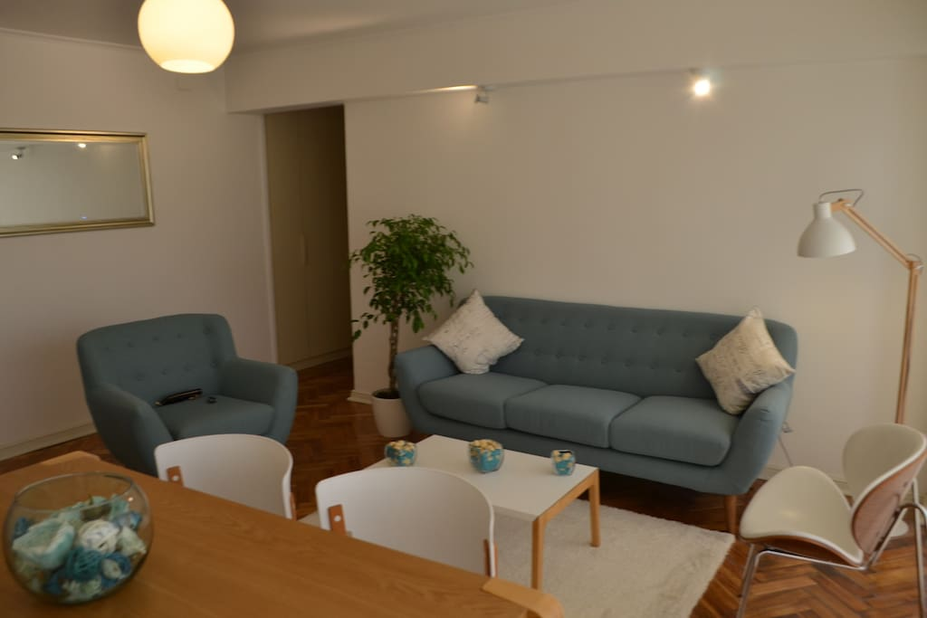 Living and dining room / Sala de estar y comedor