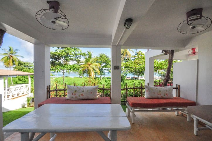 Studio air conditionned and terrasse sea view
