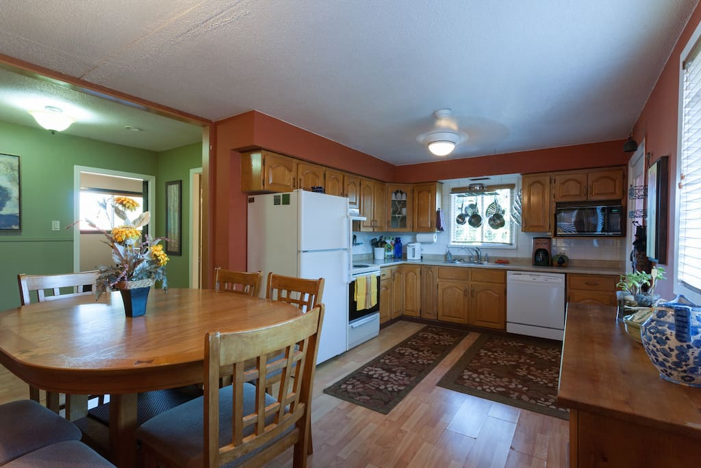 Full kitchen for entertaining family and friends.