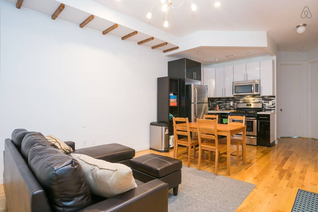 4 Bedroom Charming Large Apt Nr Subway Apartments For