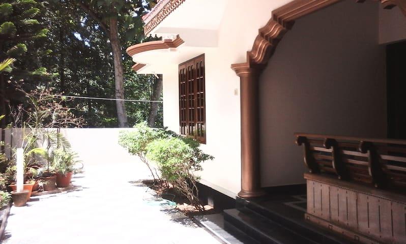 Neduman House - Kerala - Rumah