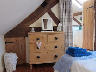 Character flat in village by Ludlow - Ludlow - Bed & Breakfast - 2