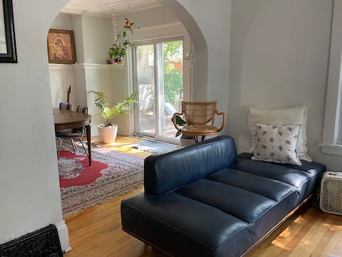 Northeast Cottage- Bright Cozy Home, Deck & Garden