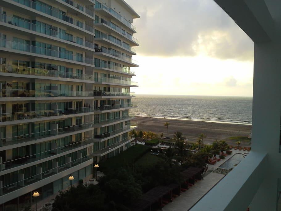 un atardecer desde el apartamento.  Sunset from the apartment