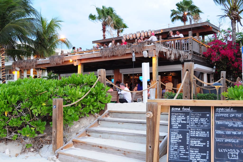 Somewhere cafe, 15 min walk on the beach. Great for a whole afternoon and snorkeling in Coral Garden.