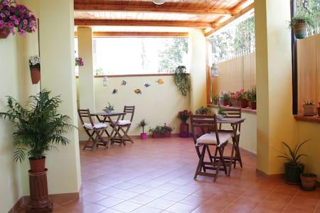 Camera Matrimoniale a due passi dal mare - Fiumenaro