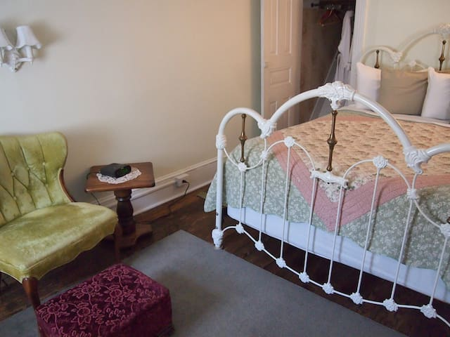 The Maid's Quarters B&B- Suite - Pottsville - Bed & Breakfast
