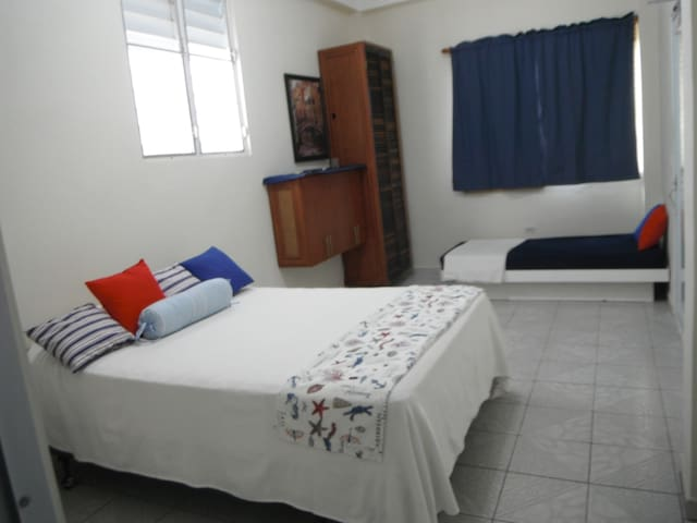 Arecibo Seabreeze: Comfy, spacious, relaxing room