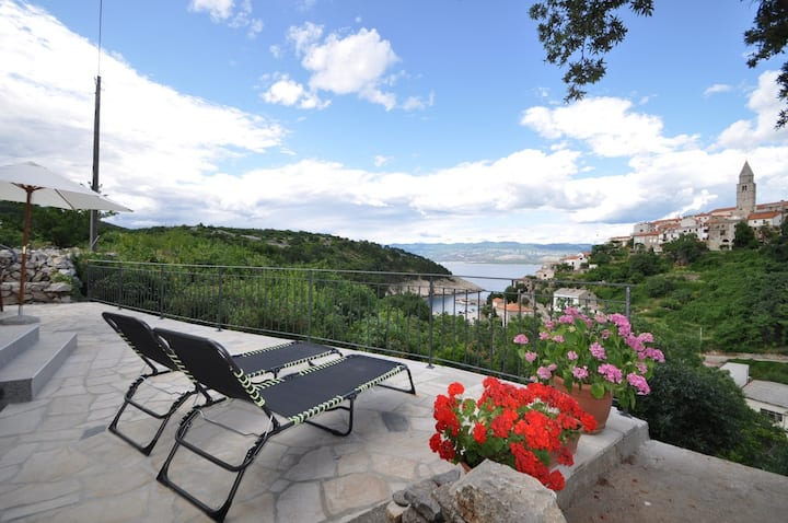 Apartment Helena 2 with breathtaking sea view