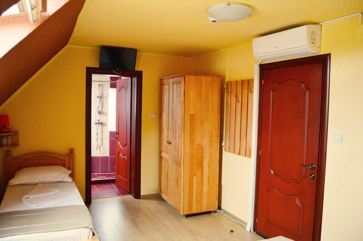 Venesis House - Triple Room - no. 6