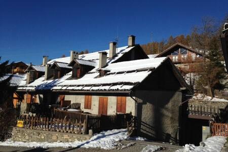 baita rustica in Champlas Seguin - Cesana torinese - Huoneisto