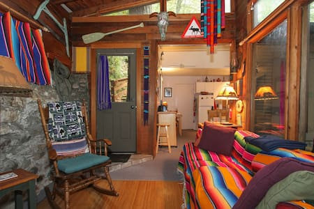 Moose Lodge, a cozy 2-bed cabin - Forestville
