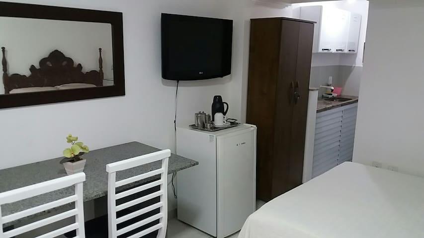 Kitnet Centro Guarapari. Ar caboTv garagem privada