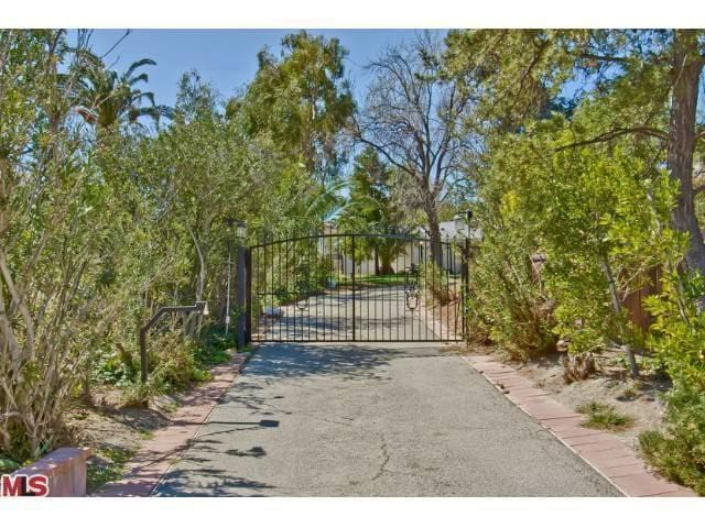 Private Guesthouse, Gated Property - Granada Hills - House