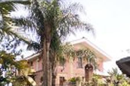 Villa del '700 con parco - Santa Venerina - Villa