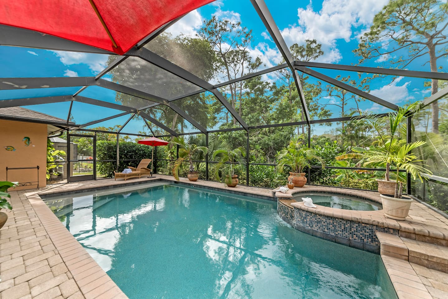 AirBnB  1 Bedroom with Pool bath  Florida Livestyle , close to the beach