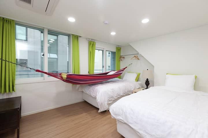 Hammock Room (YeNe House)