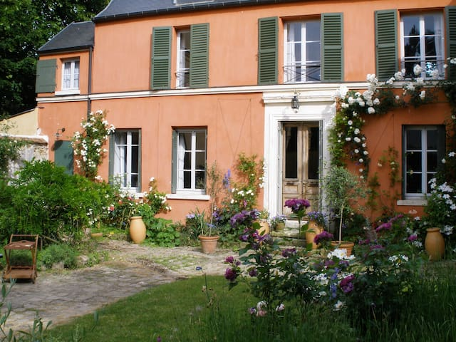 House in quiet Western Paris - LOUVECIENNES - Casa