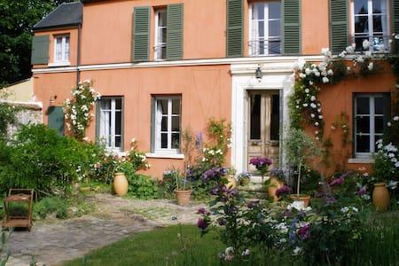 Ravissante maison proche Versailles - LOUVECIENNES