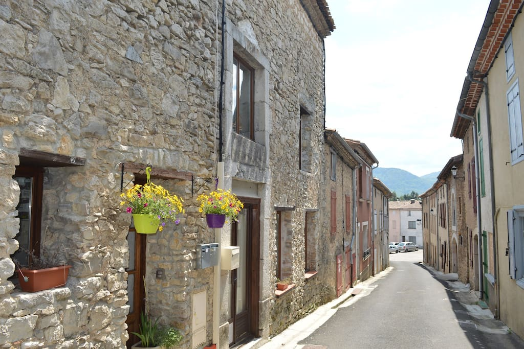 Beautiful Püivert, parking at the end of the road, the lake, bars, restaurants and the micro brewery a short walk away