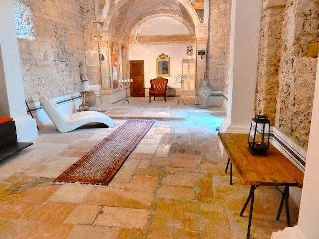 15C Church with open plan luxury bedroom sole use