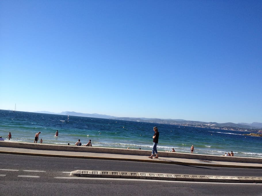 la plage et la vue mer depuis la maison