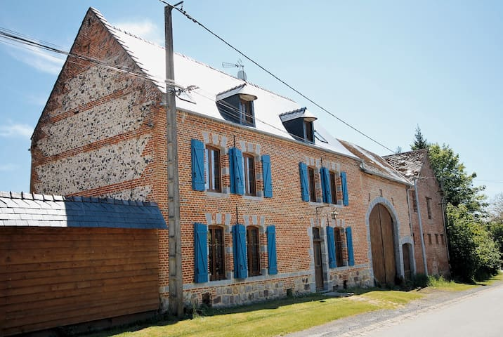 Gîte 12 Pers. piscine et restaurant - Fontaine-lès-Vervins - House