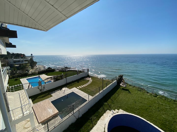 Seafront Villa with private swimming pool Istanbul
