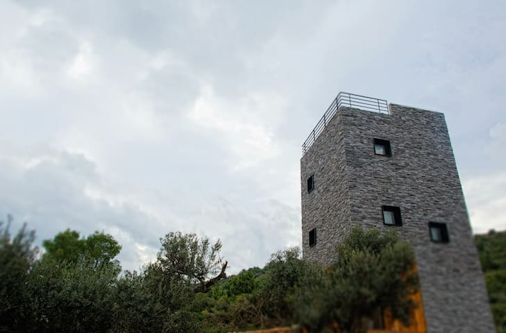 little tower - Dugi otok, Croatia - บ้าน