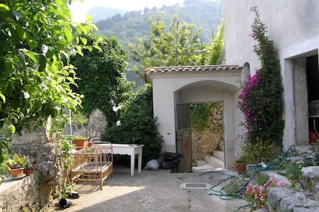 Olive farm converted to family home - Tramonti