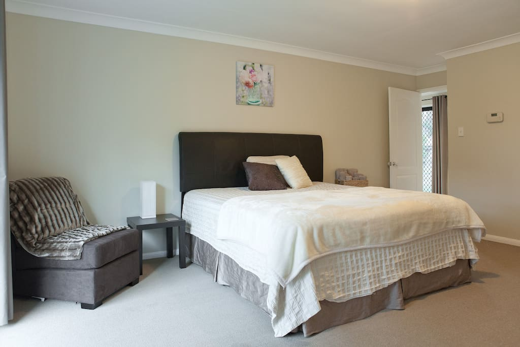 Kingsize bedroom No.2, we even have a trundle bed for a little one too.